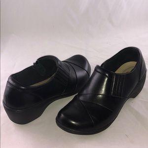 Clarks 7.5 W Women's Channing Essa,Black Leather